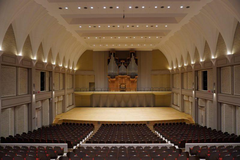 パルナソスホール舞台・パイプオルガンの写真